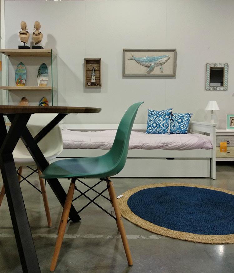 Salón decorado con muebles modernos