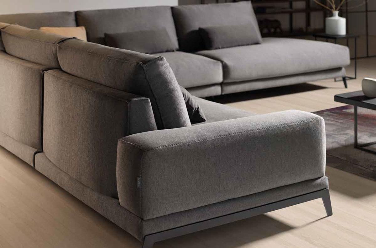 Sofá modelo Beatrice Sofá modular de diseño italiano, con sentada suave-media de goma HR, soja, y mezcla de fibras puras. Sus cojines son totalmente desenfundables.