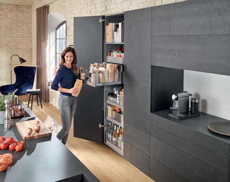 Armarios de cocina para almacenaje ordenado aprovechando al máximo el espacio.