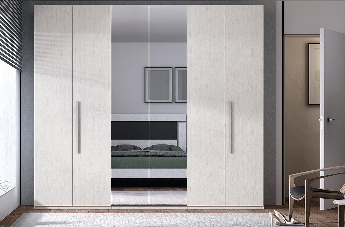 Armario de dormitorio con puertas de espejo
