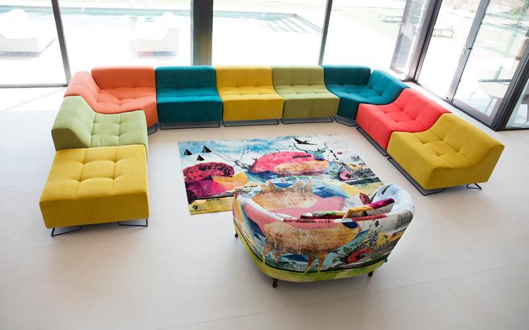Modernos muebles tapizados.