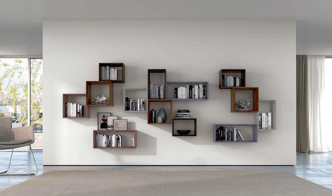 Composición en estantería modular en chapa de madera