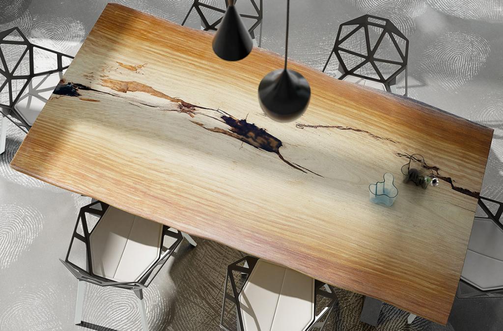Mesa de madera exótica.
